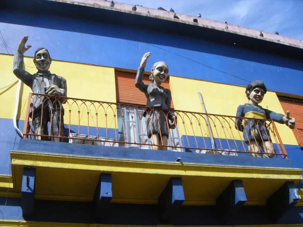Balcon en Barrio de Boca (Gardel, Evita y Maradona)