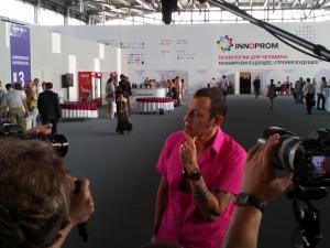 Karim_Rashid_talks_to_press_at_Innoprom-2012